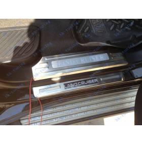 Накладки на пороги с подсветкой Toyota Land Cruiser 200 (Внутренние)